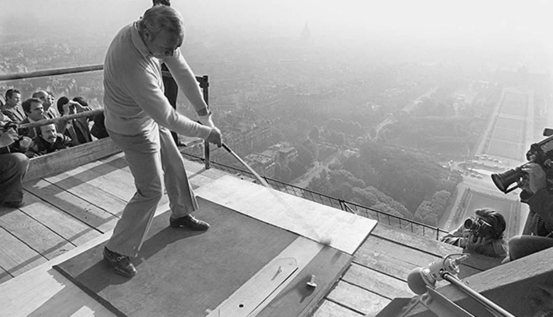 Arnold Palmer drive du deuxième étage de la Tour Eiffel.