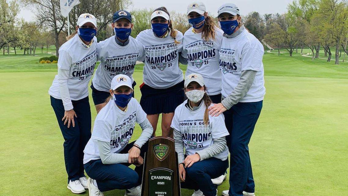 L'équipe de Kent State victorieuse du 2021 MAC Championship